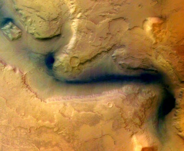 _113359027_reull_vallis_-_hrsc_image_15_january_2004_esa214465