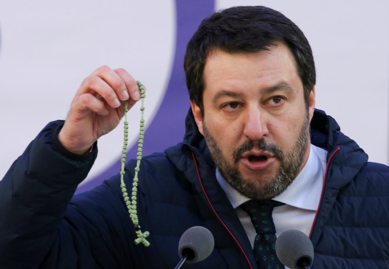 salvini-with-rosary